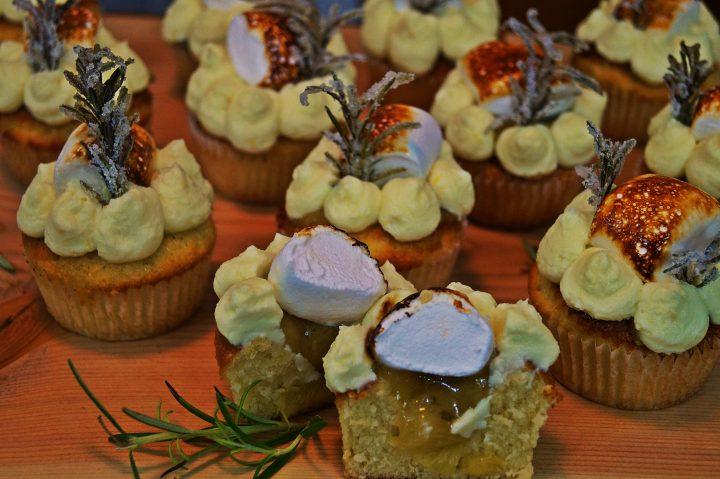 Rhabarber-Rosmarin-Cupcakes